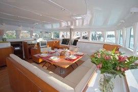 catamaran_charter_lagoon_500_cockpit 2
