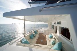 catamaran_charter_lagoon_500_cockpit3