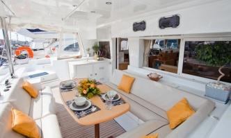catamaran_charter_lagoon_500_cockpit4
