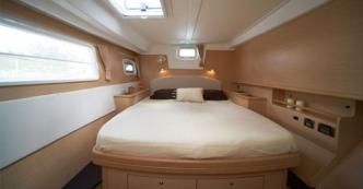 catamaran_charter_lagoon_500_room 2
