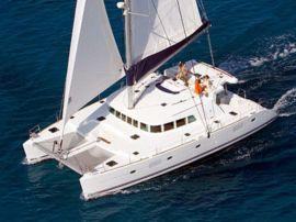 catamaran_charter_lagoon_500_sailing2